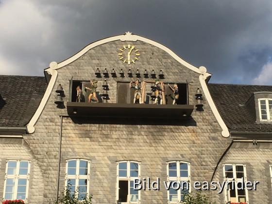 Glockenspiel mit bewegten Figuren