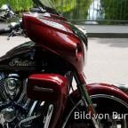 Maroon/Crimson Roadmaster am Kanal bei Oberschleißheim